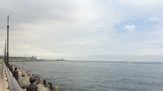 大黒ふ頭の海
