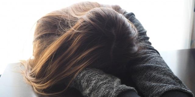 耐え難い片頭痛